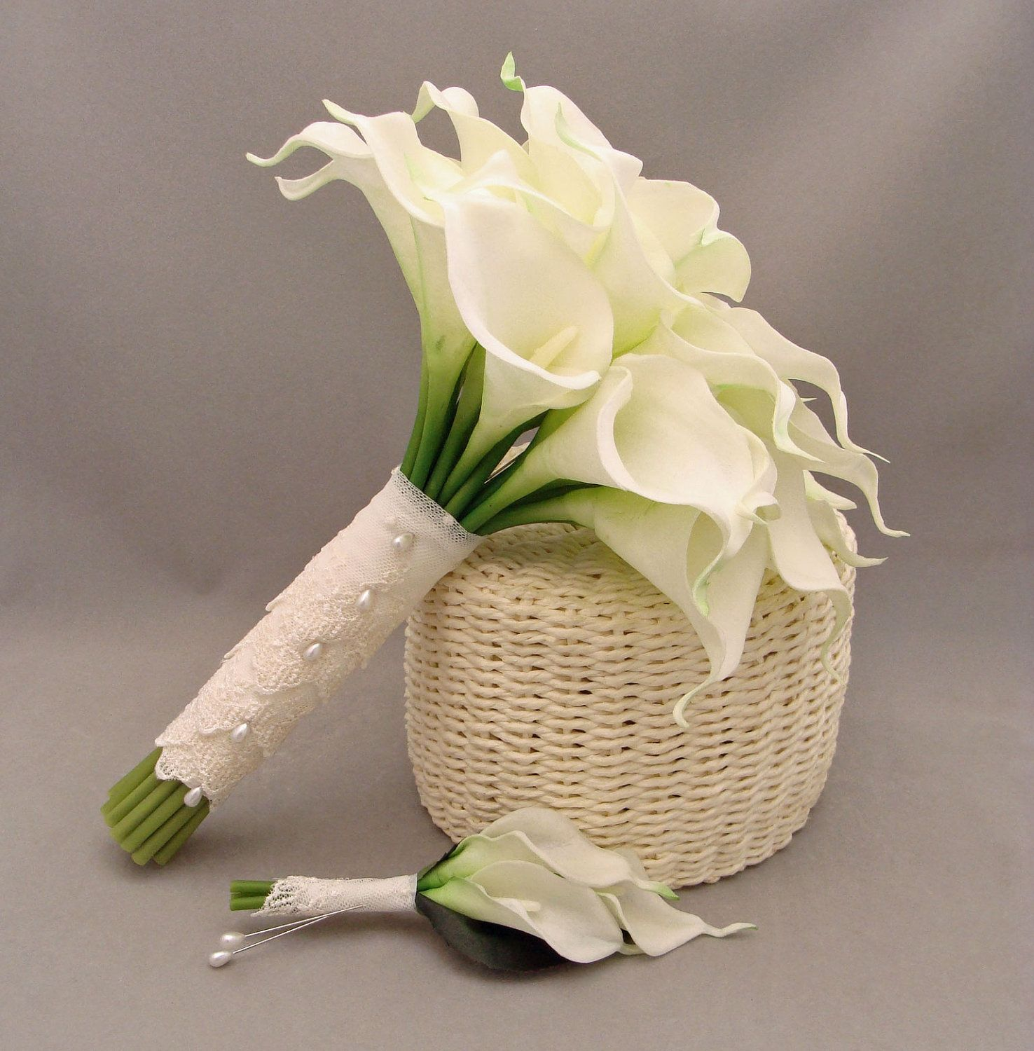 Real Touch Calla Lily Bridal Bouquet Groom S Boutonniere In White With Lace Wrap 120 00 Vi Lily Bouquet Wedding Calla Lily Bridal Calla Lily Bouquet Wedding