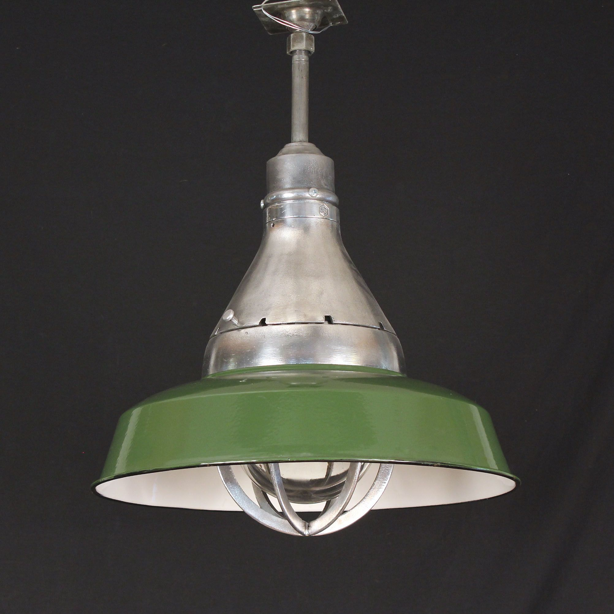 Large crouse hinds vapor proof light with green enamel shade large crouse hinds vapor proof light with green enamel shade arubaitofo Choice Image