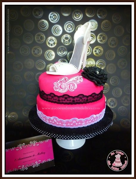 g teau d 39 anniversaire 18 ans fete fanny 18 ans pinterest cake designs and cake. Black Bedroom Furniture Sets. Home Design Ideas