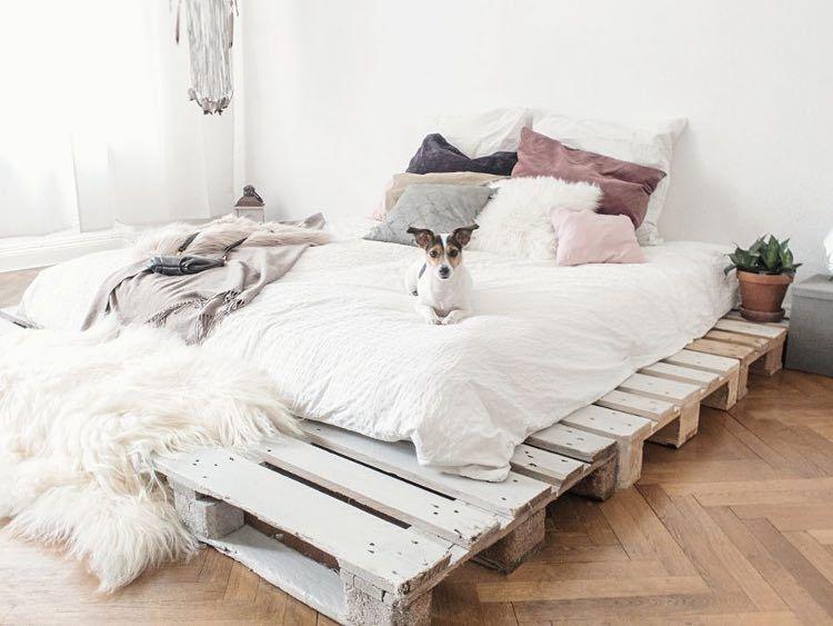 diy anleitung einfaches bett aus paletten selber bauen. Black Bedroom Furniture Sets. Home Design Ideas
