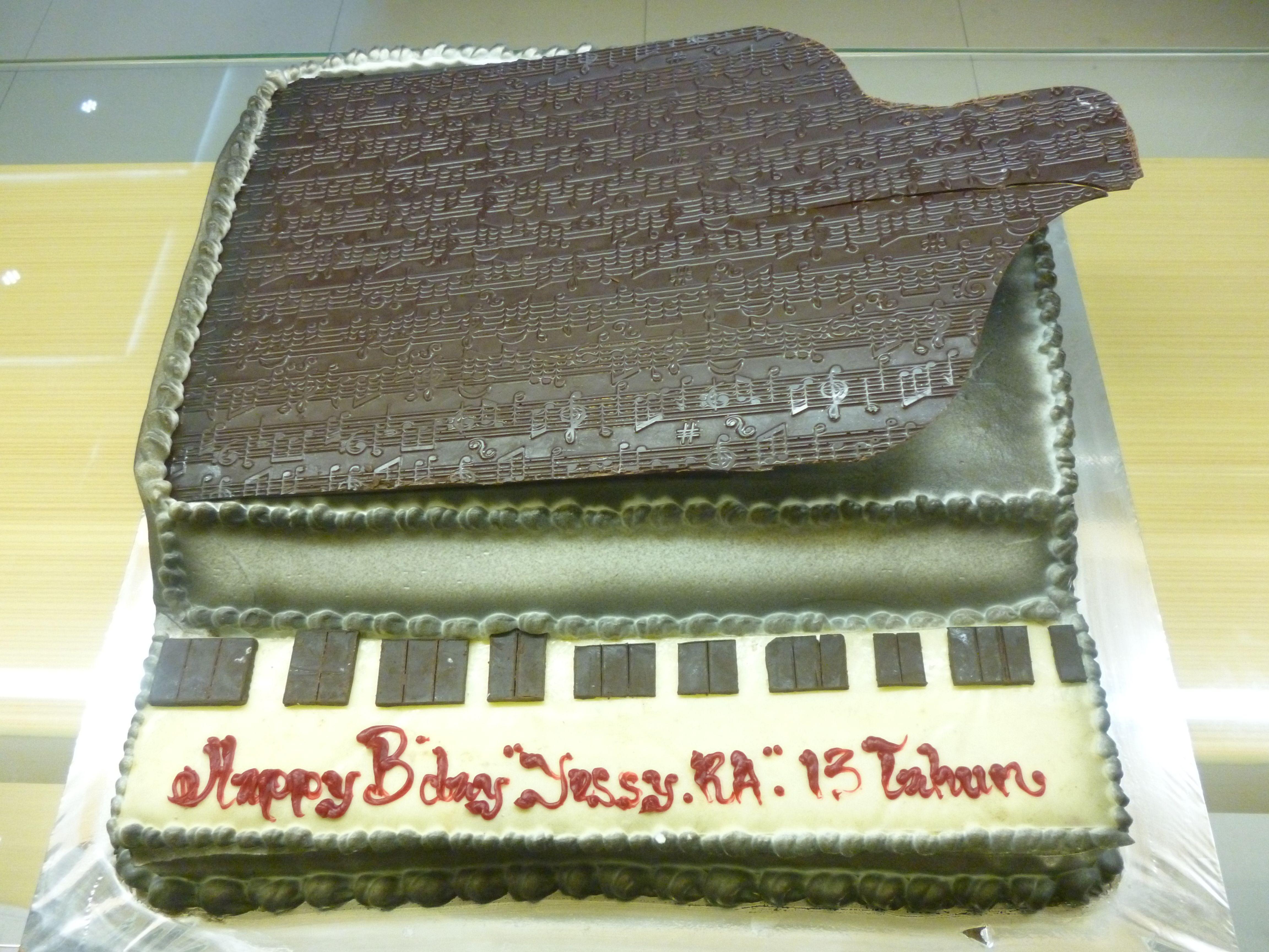 Birthday Cake Piano Made By Strawberry Delight Custom Cake