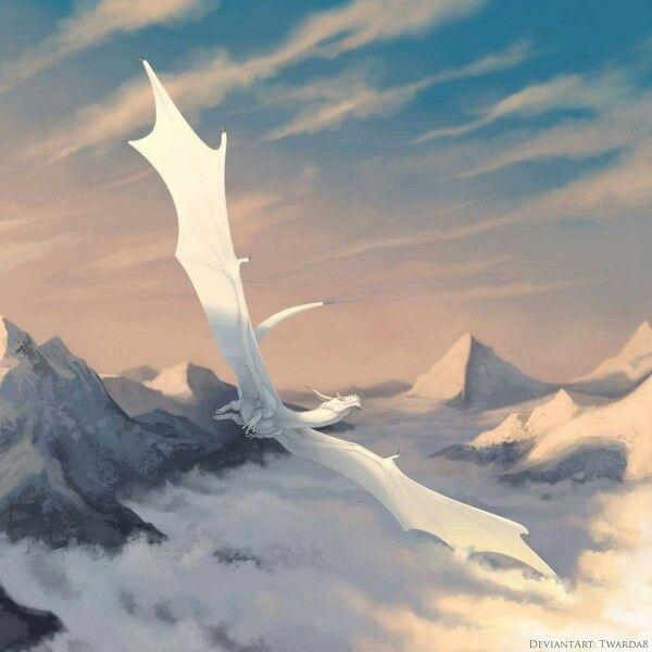白いドラゴンが雪山を飛ぶ壁紙