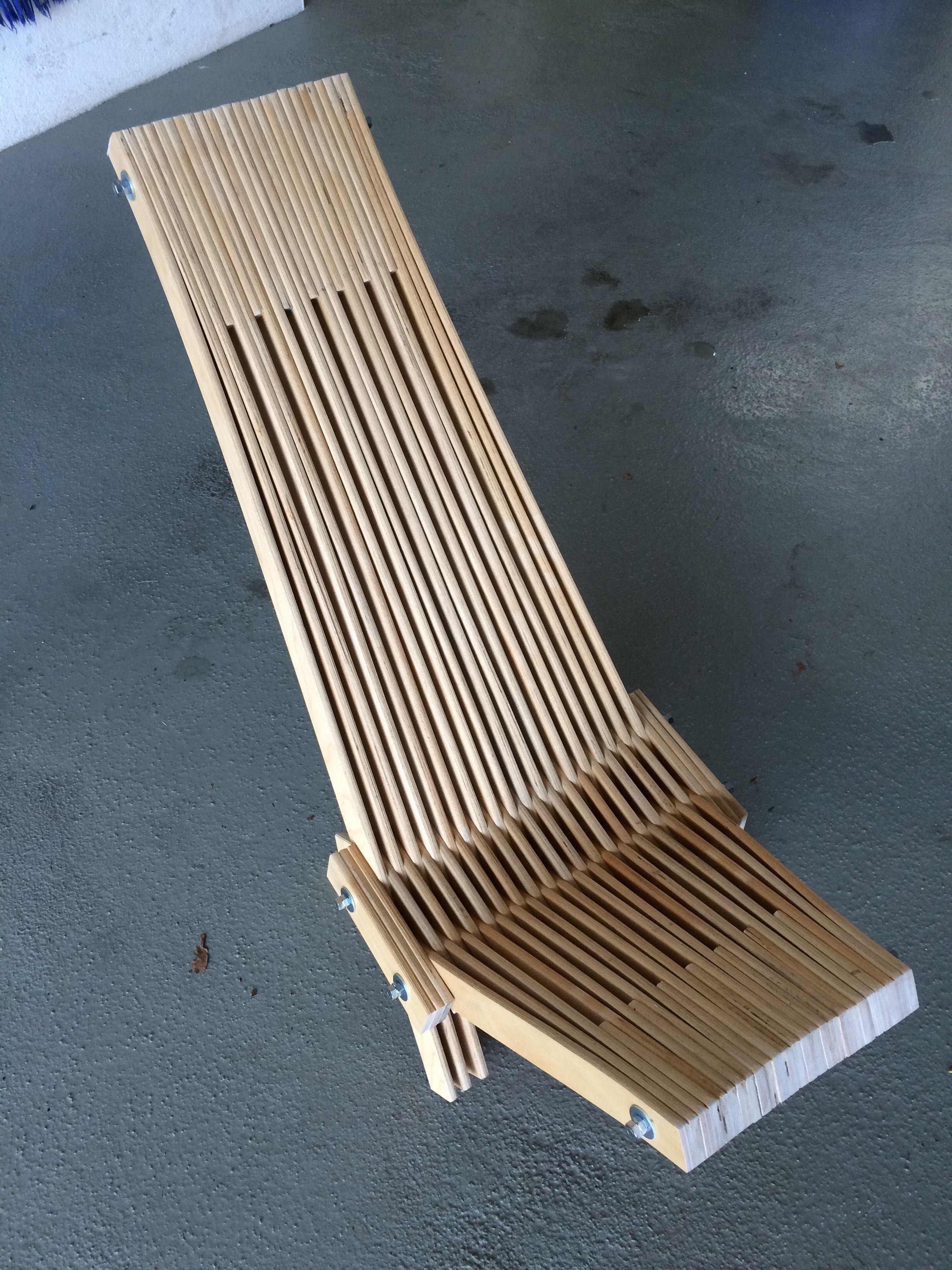liegestuhl aus alten lattenrost brettern f r kinder sitzgelegenheiten liegen sitzen und. Black Bedroom Furniture Sets. Home Design Ideas