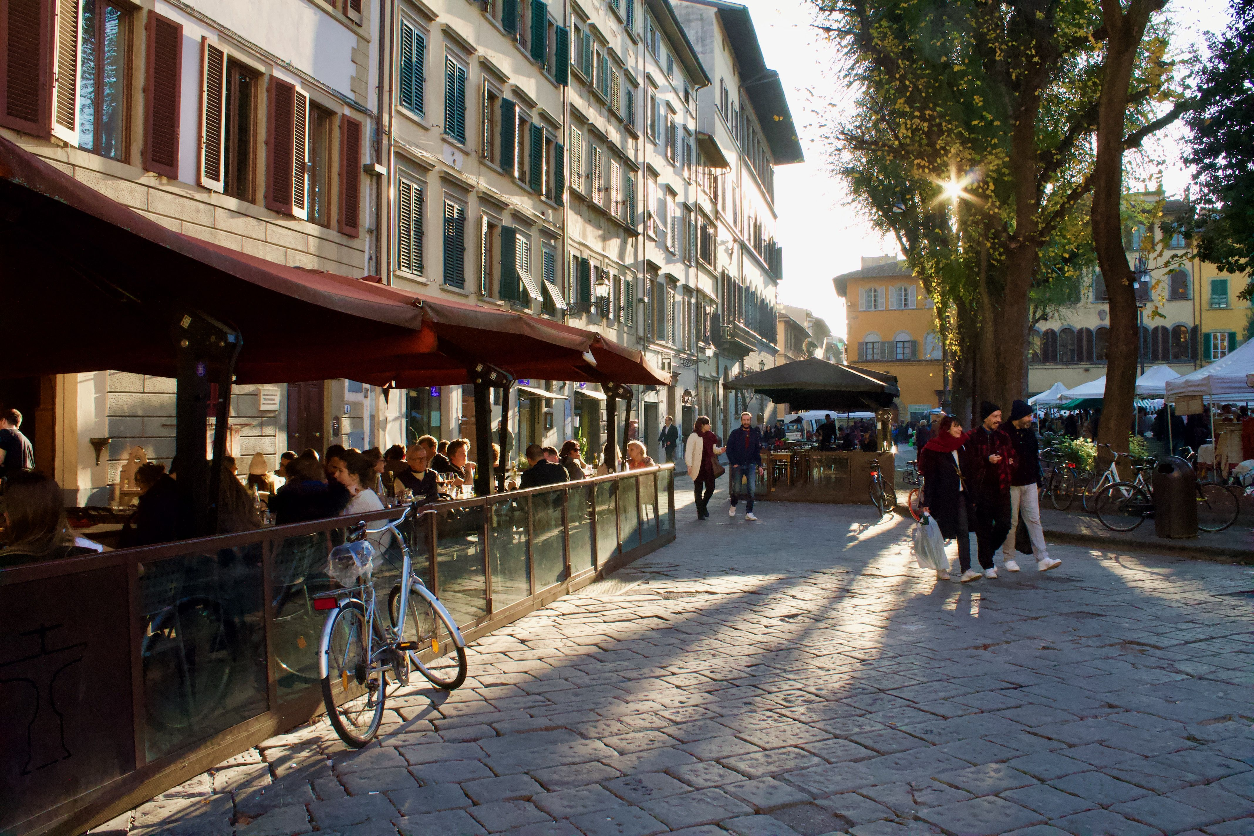 The Best Local Piazza In Florence And It S Organic Market Florence Locals Best