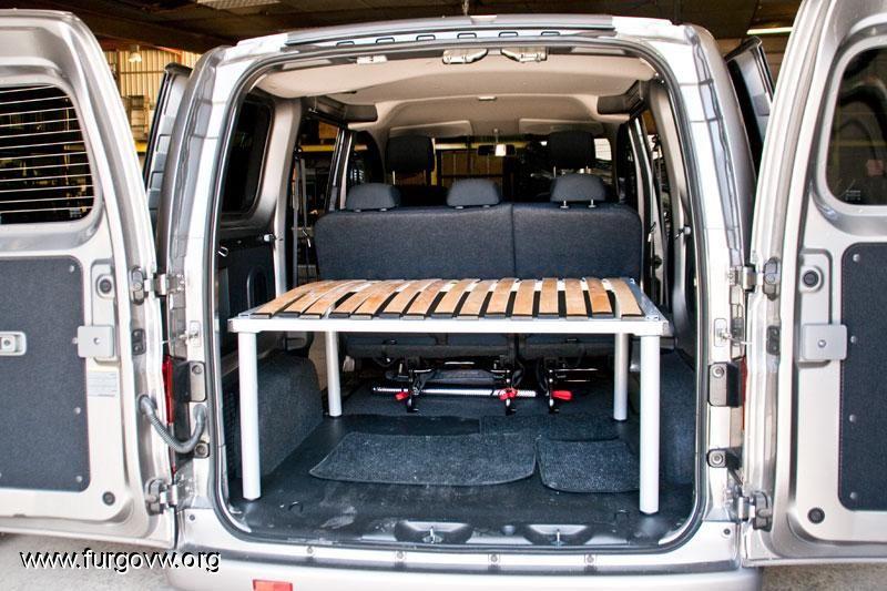 nissan nv200 cama a medida camper idees small camper. Black Bedroom Furniture Sets. Home Design Ideas