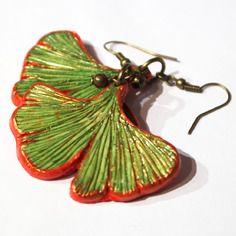 Boucle d'oreille exotiques feuille ginko biloba verte et rouges