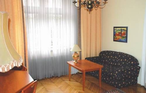 Apartment Neubergenstrasse Wien Located in Vienna, Apartment Neubergenstrasse offers self-catering accommodation with free WiFi. The unit is 1 km from Sch?nbrunn Palace.  A microwave and a fridge can be found in the kitchen and there is a private bathroom.