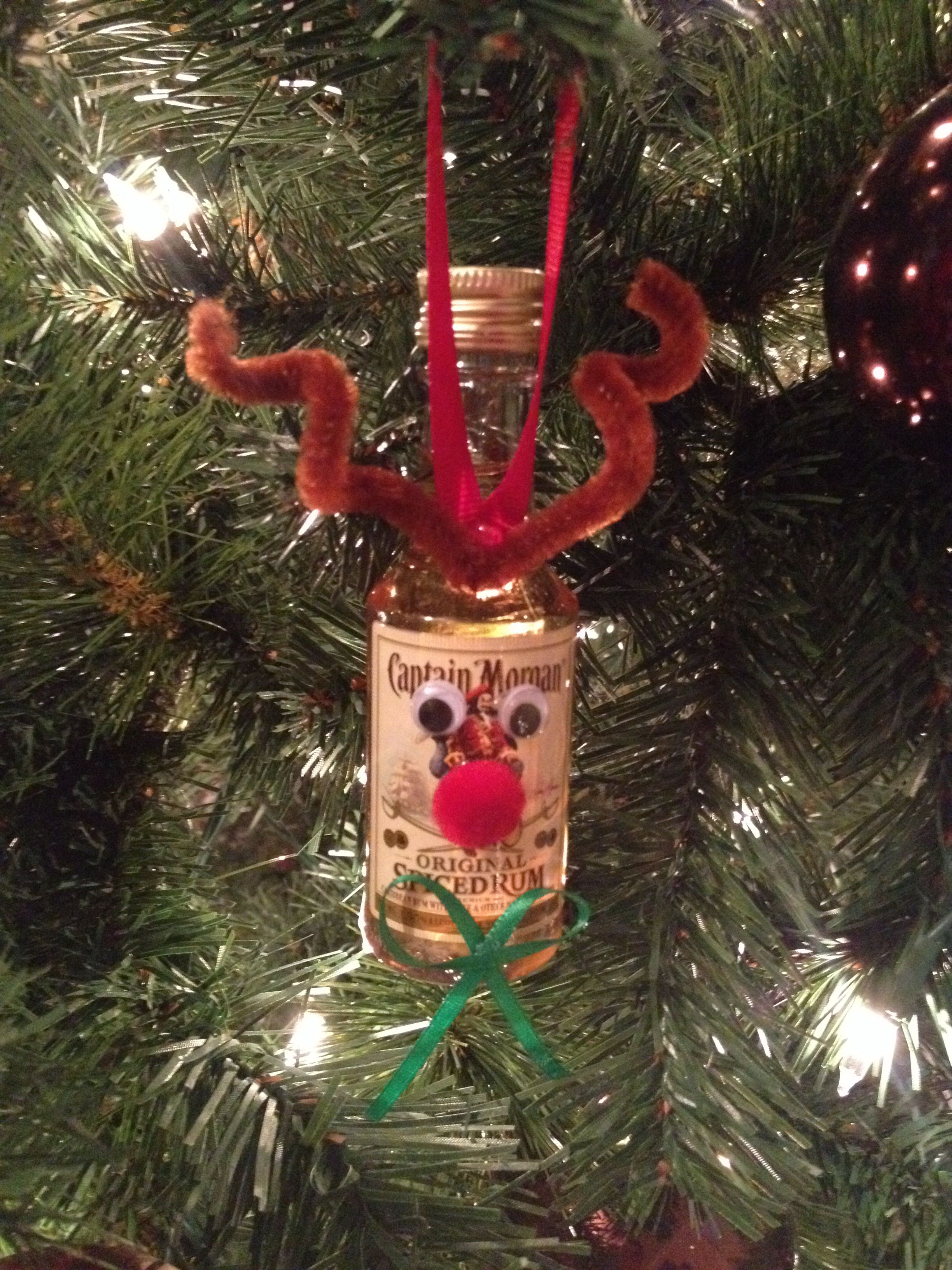 Homemade Reindeer Christmas Ornament. Liquor mini ornament. Christmas ornament swap #coworkerchristmasgiftideas