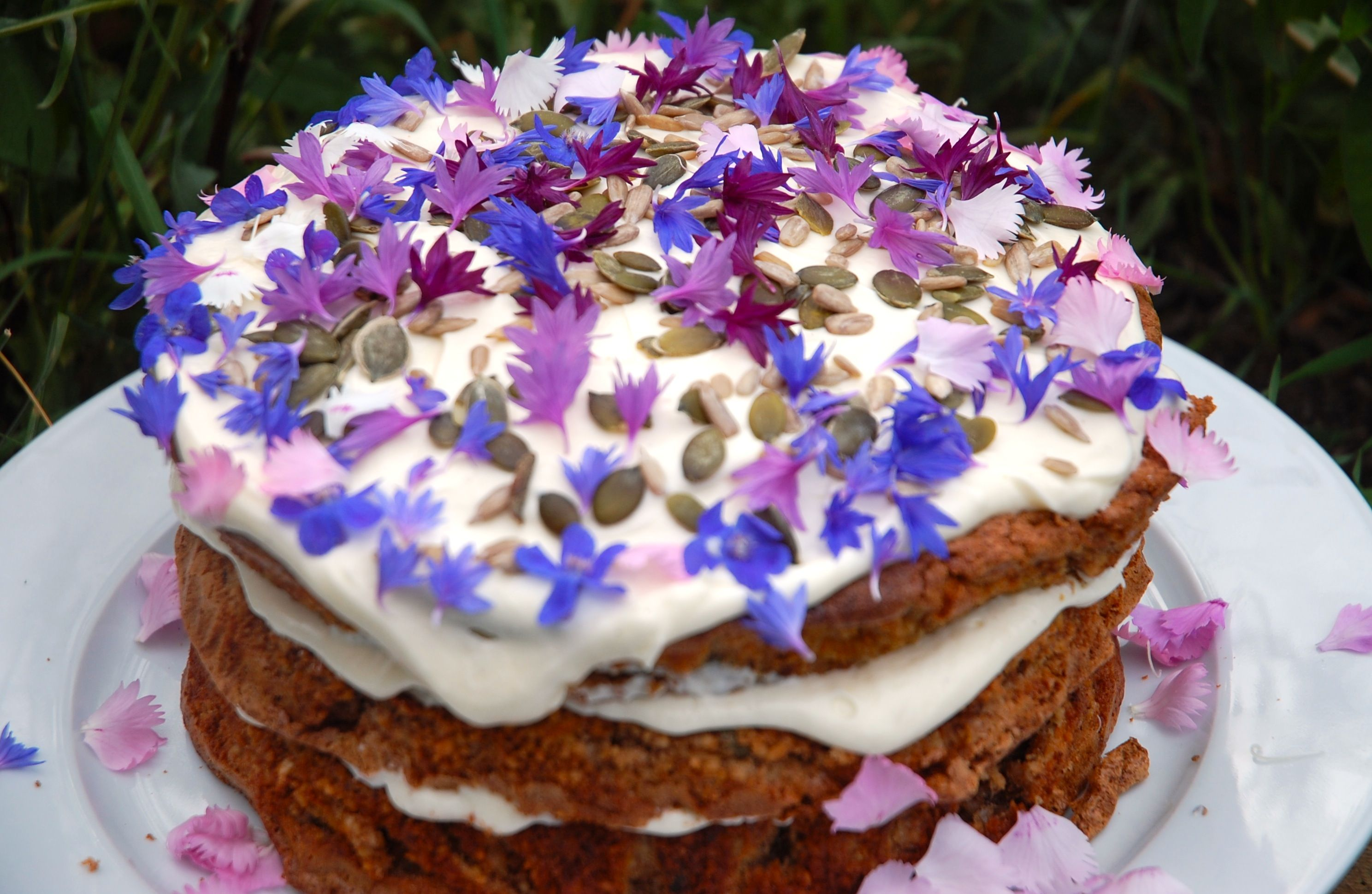Edible flowers and herbs delivered anywhere in the uk