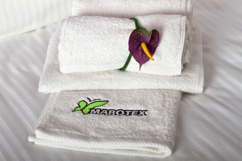 Hafty dla hoteli, logowanie ręczników hotelowych biel 2cm