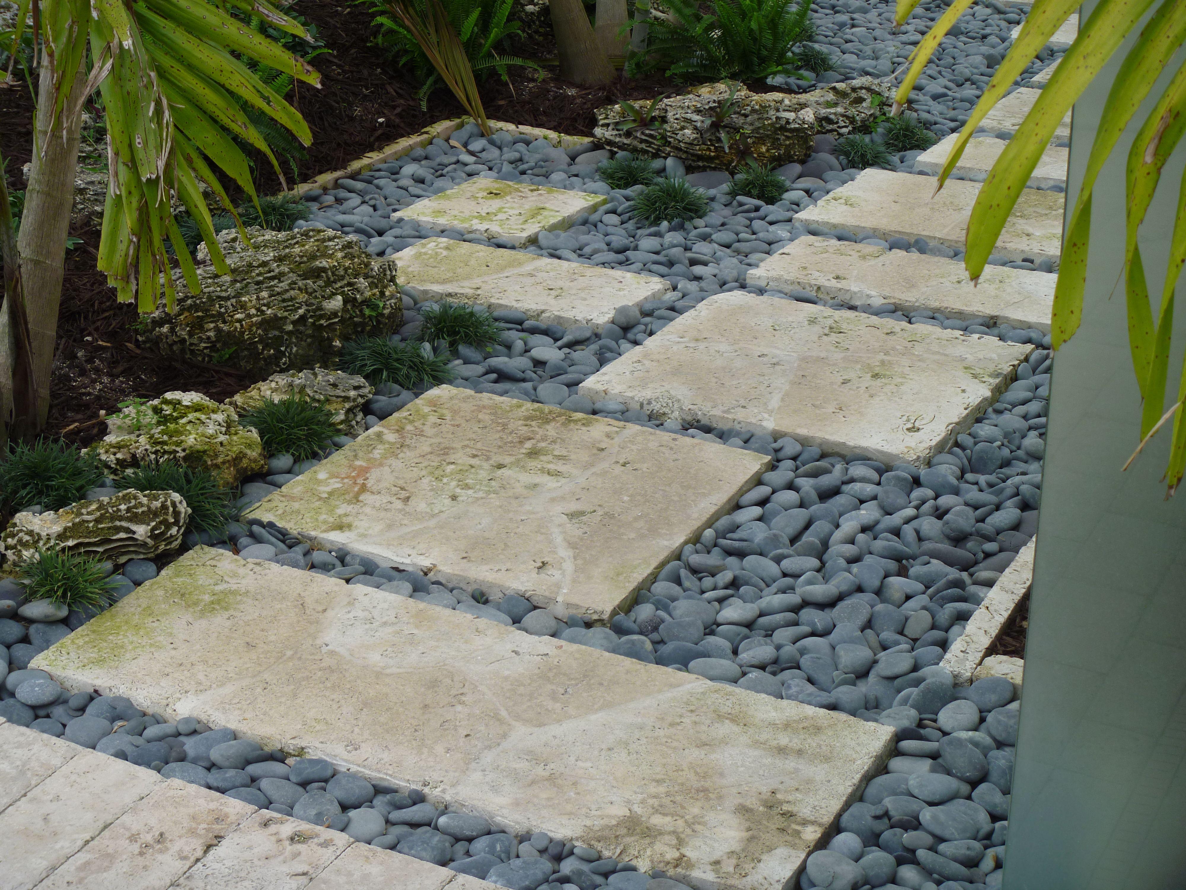 Garden walkway coral stepping stones with tropical for Idea garden inc