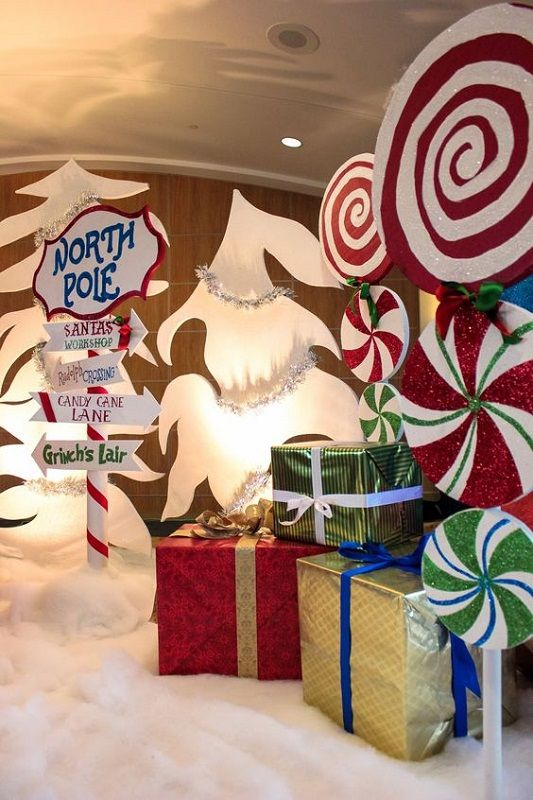 Christmas Decoration Ideas Office That Everyone Will Love, both the adults and kids who would be visiting your workplace.