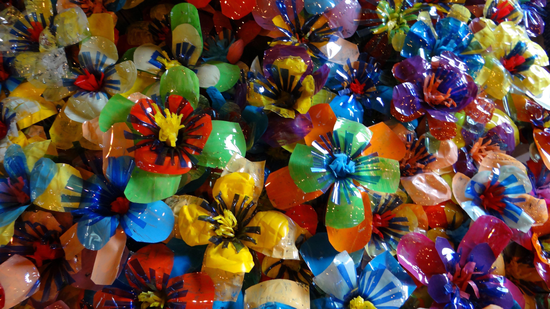 flowers, each made of 4 petbottles.Elementary school De Kriebel Olen ...