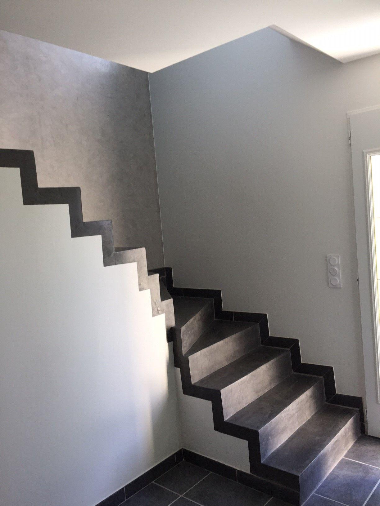 Dans cette maison ARLOGIS l escalier est tr¨s contemporain avec
