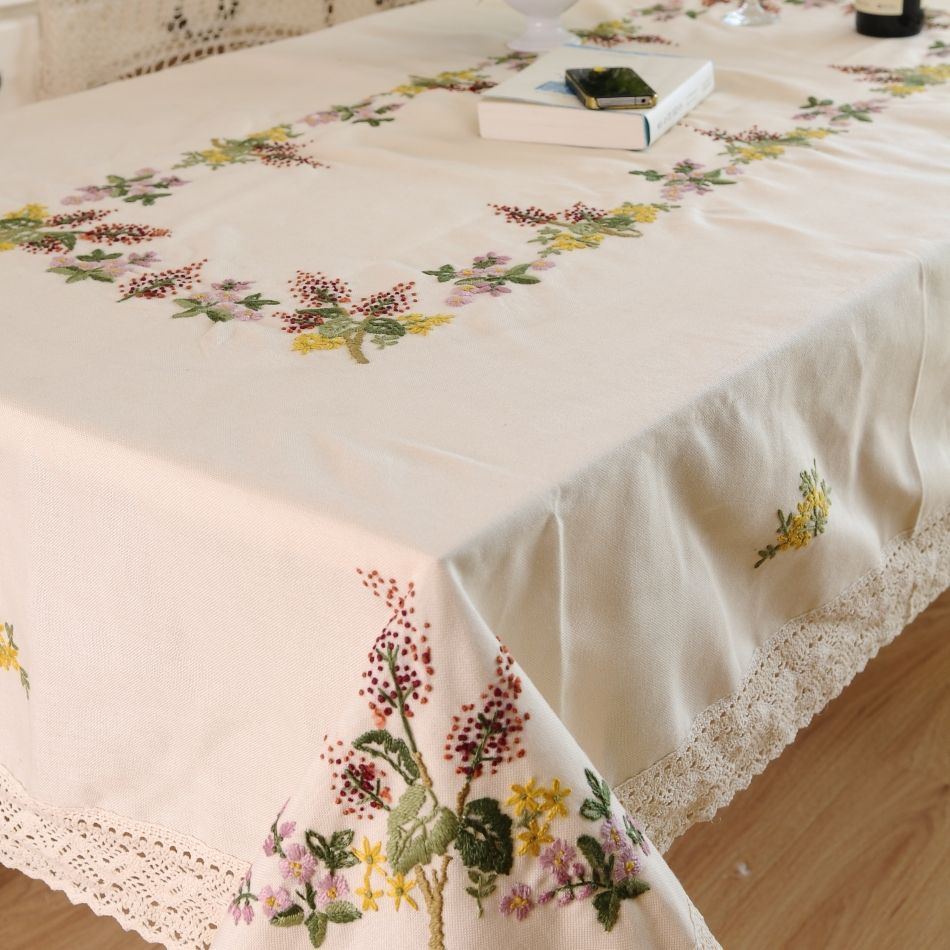 Handmade tablecloth pesquisa google tablecloths for Christmas table cover ideas