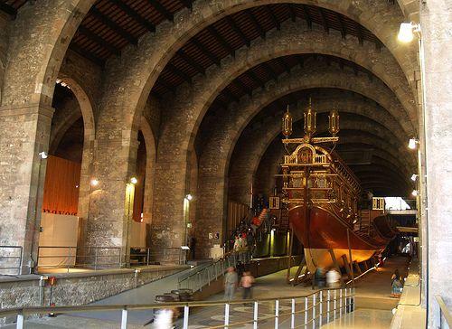 Interior del edificio de las Drassanes en el barrio Raval de Barcelona
