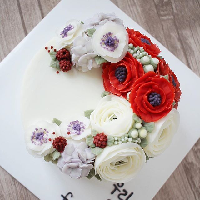 💕Done by me#flowercake#flowers#rose#red#baking#bakingclass#flowercakeclass#koreanflowercake #koreanbuttercream#케이크#버터크림플라워케이크#플라워케이크#꽃#fiore#buttercream#anemone#하노이#camellia