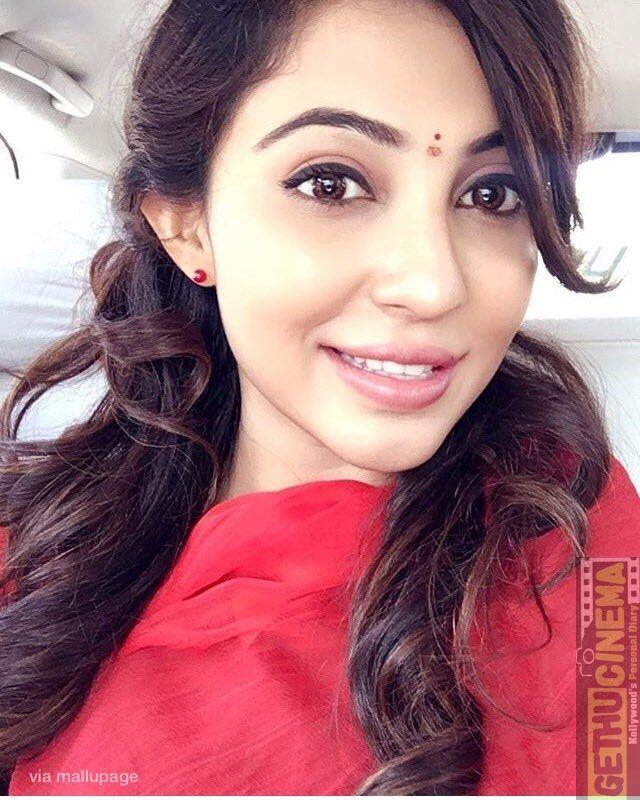 actress-parvathy-nair-latest-pics
