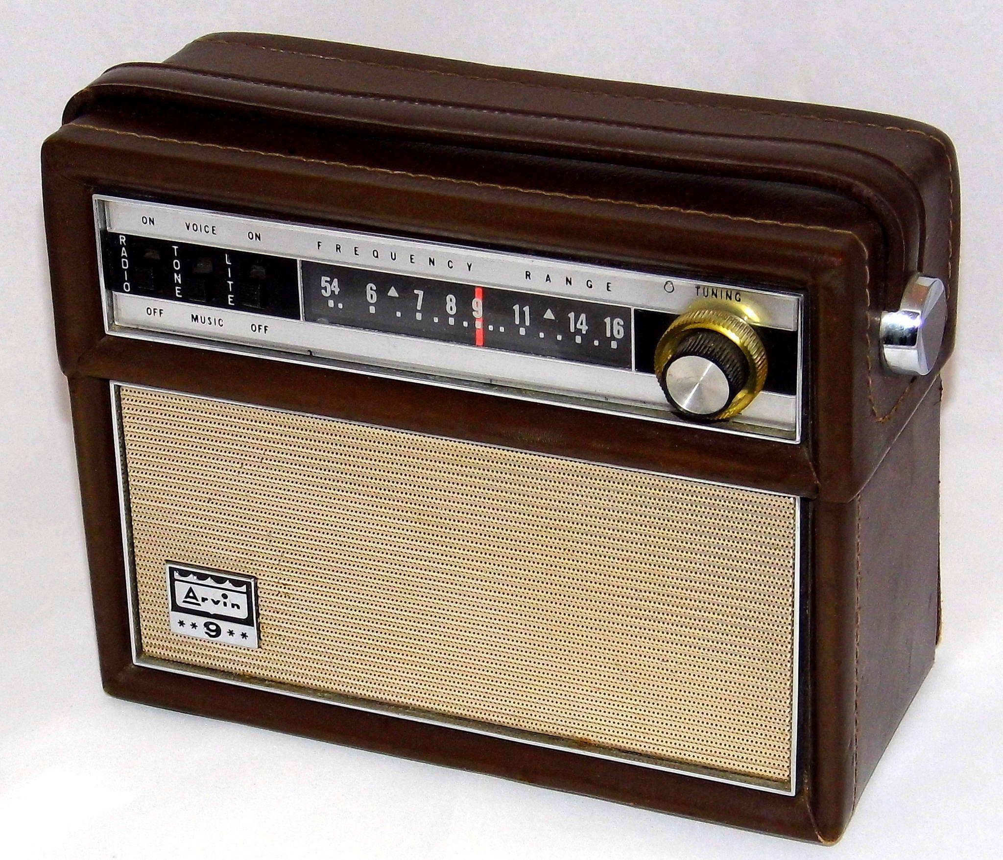 e8a74b719b1 Vintage Arvin Portable Transistor Radio