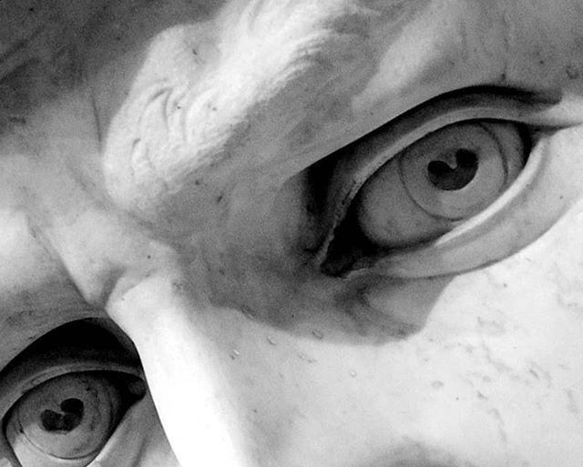 L'inconfondibile sguardo del David . .  photo credit @fototorrinifirenze  . . #Michelangelobuonarrotietornato #Michelangelo #Florence #galleriadellaccademia #Firenze #trip #picoftheday #marmo #madeinitaly #sculpture #greekstatue