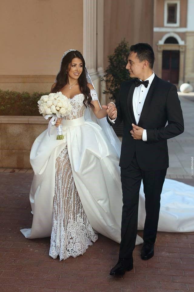 10 Prettiest Wedding Dresses Money Can Buy