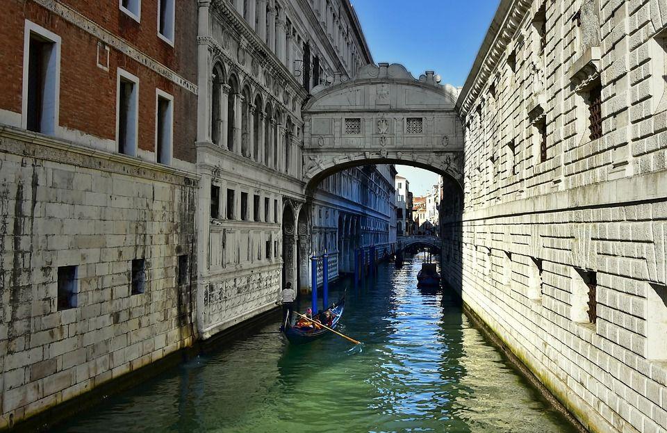 Venise Lisbonne La Normandie Pour Un Weekend En Amoureux Visiter Italie Vacances Romantiques Et Vacances Italie