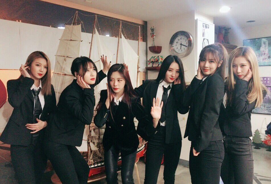 dreamcatcher in black suit k idols fada gotica sul coreano pinterest