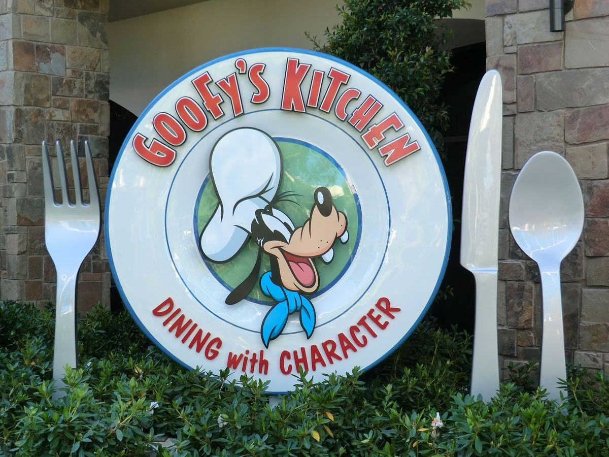 Goofy\'s Kitchen - Disneyland Hotel. A Little Pricey, But A Great ...