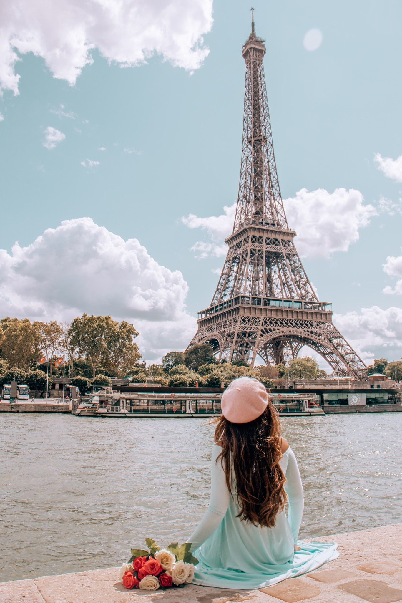 12 Best Photo Spots in Paris For Epic Instagram Shots - Quais de Seine #paris #instagram