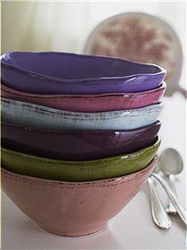 I constantly waver back and forth between wanting white crockery or coloured like this...