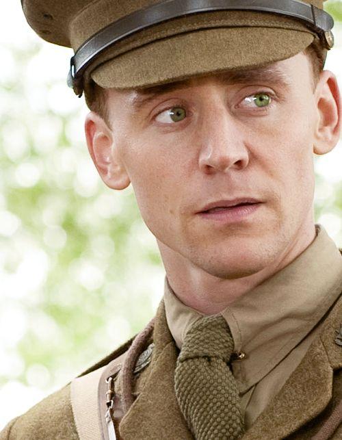 """Cheval de Guerre"", de Spielberg (2011). SIX MILLIONS de chevaux sont morts durant la Grande Guerre (WWI). Here Tom Hiddleston half Scottish, half English born, with blue-green eyes."