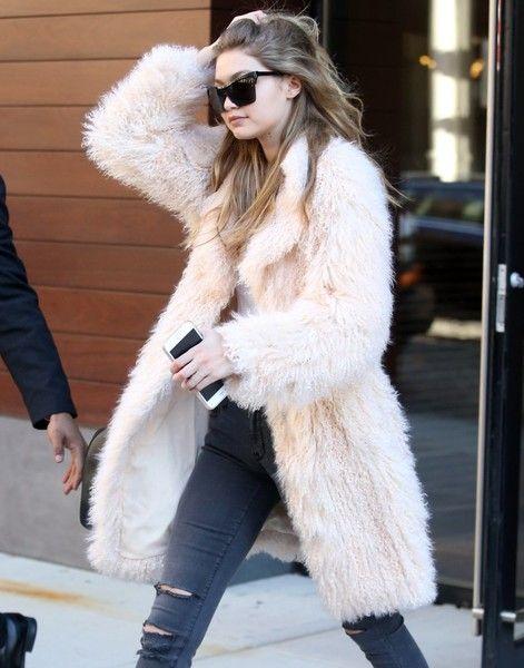 40+ Gigi Hadid Amazing Fashion Street Style | Fashion street styles, Street  styles and Street