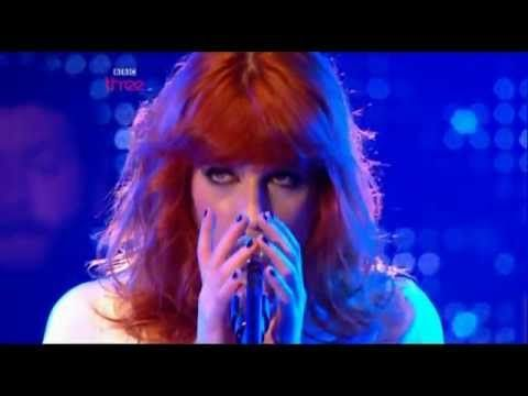 Florence + the Machine - Between Two Lungs (Live BBC Radio1's Big Weekend 2010)