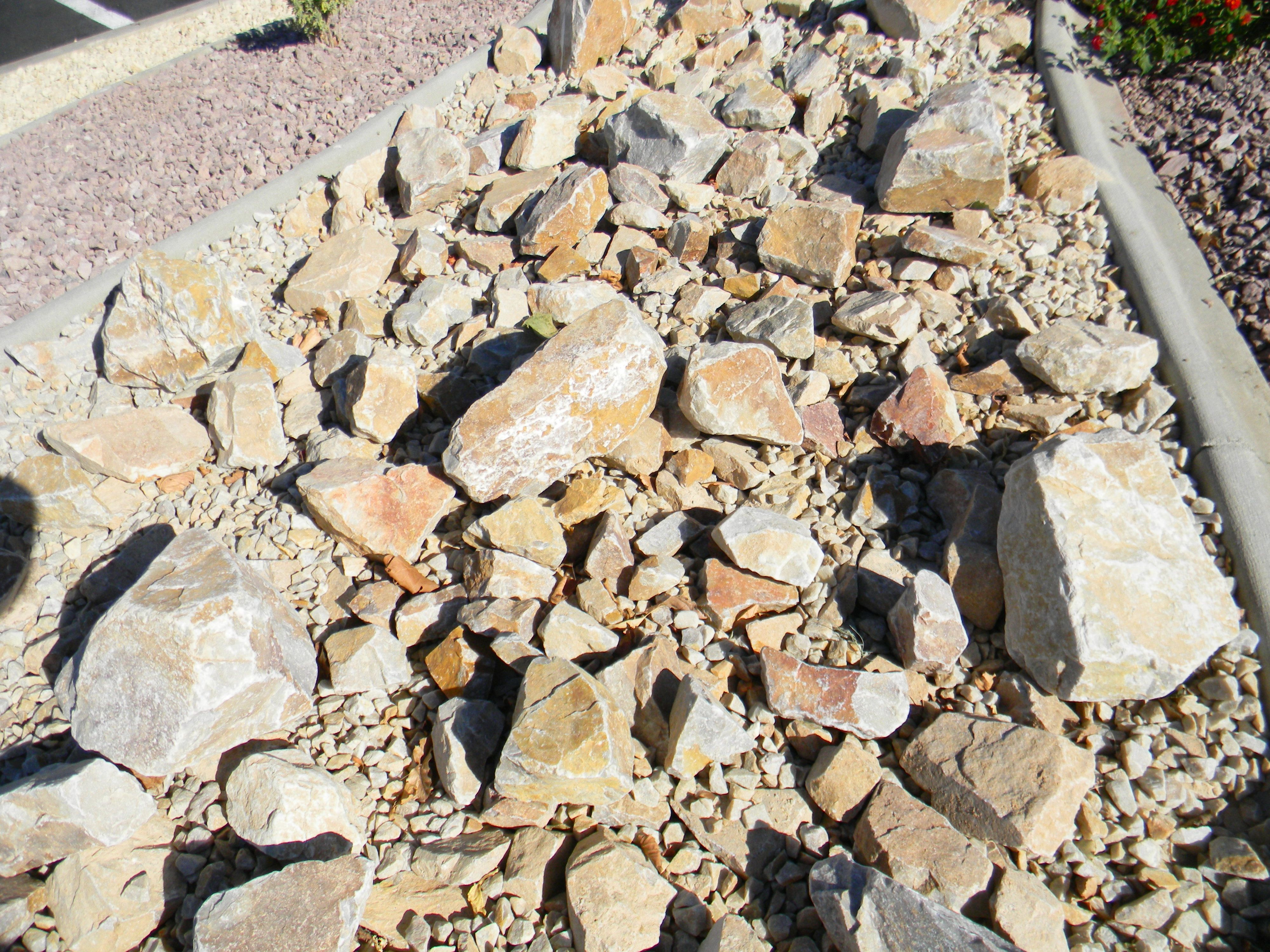 Decorative Quartz Rocks Apache Sunset Boulder 2 To 3 Foot Size This Is A Very Hard
