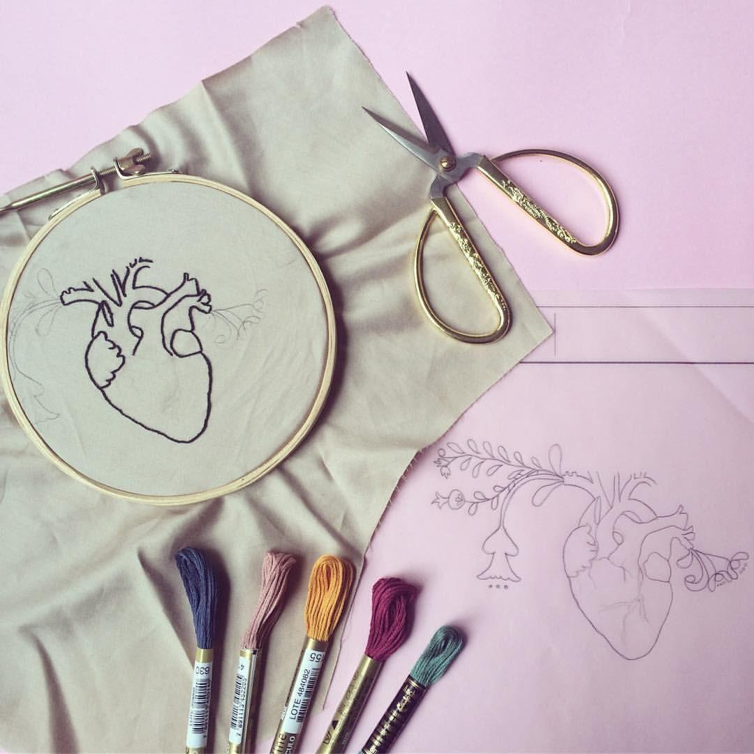 Bordados exclusivos e ilustrações próprias  embroidery art collective with femininity. Contato  clubedobordado@gmail.com