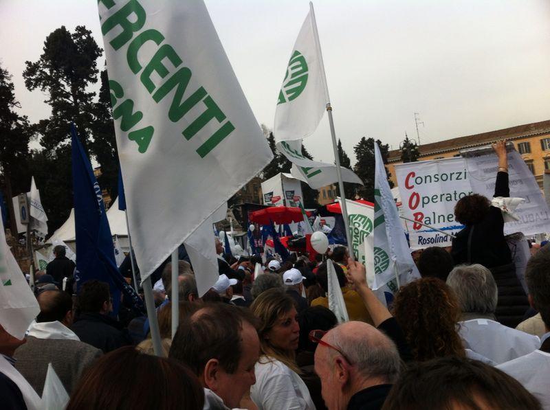 Ritorno da Roma: molto stanchi  Confesecercenti Bologna a Roma per difendere il lavoro delle imprese del commercio e del turismo