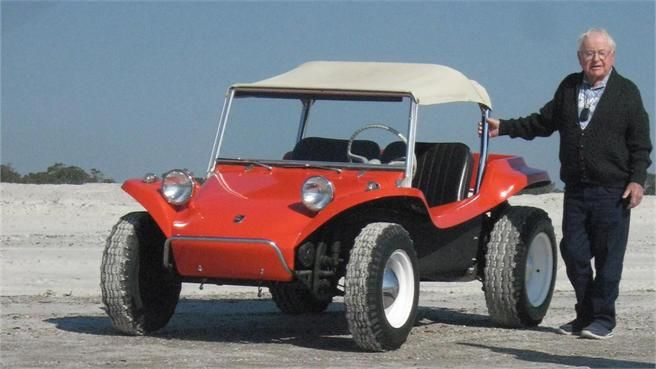 VW Buggy Manx con su creador Bruce Meyers