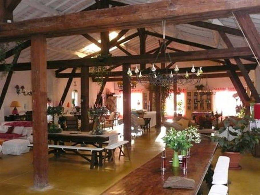 Bekijk deze fantastische advertentie op Airbnb: grande propriété - Villa's te Huur in Olonne-sur-Mer