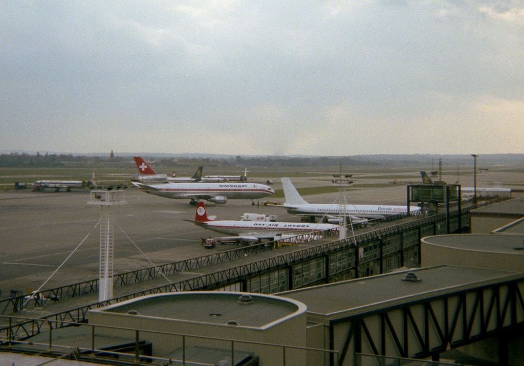London Gatwick Airport Panorama 6 Close Up With Images Gatwick