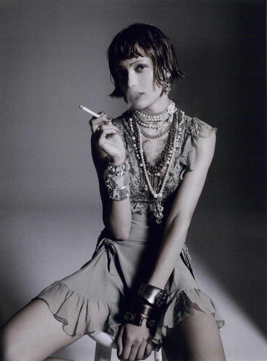 Etat d'Ame Numéro # 117, oktober 2010 Fotograf: Richard Bush Modell: Karmen Pedaru Christian Dior, Fall 2010 RTW