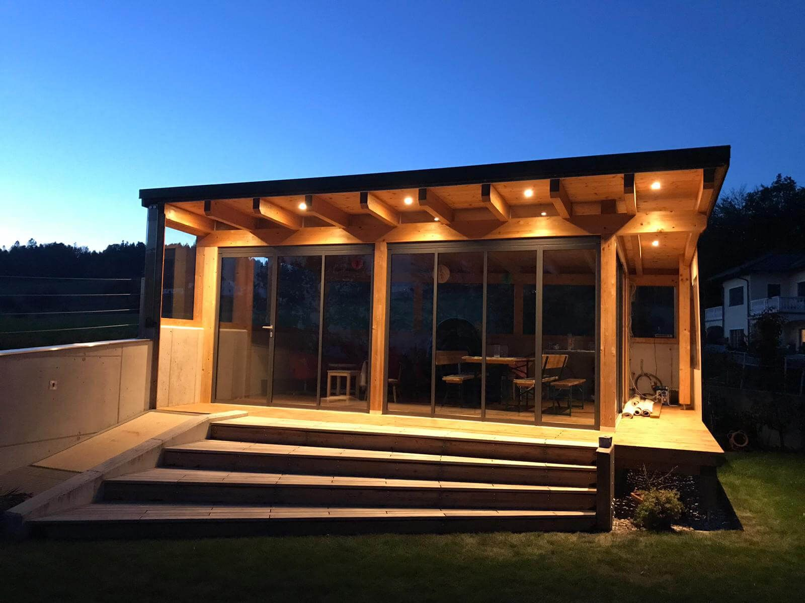 Anbau Gartenhaus mit GlasFaltwänden Anbau gartenhaus