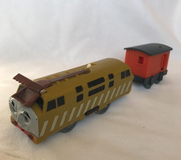 THOMAS Train Trackmaster Motorized Diesel 10 And Car TOMY Claw ...