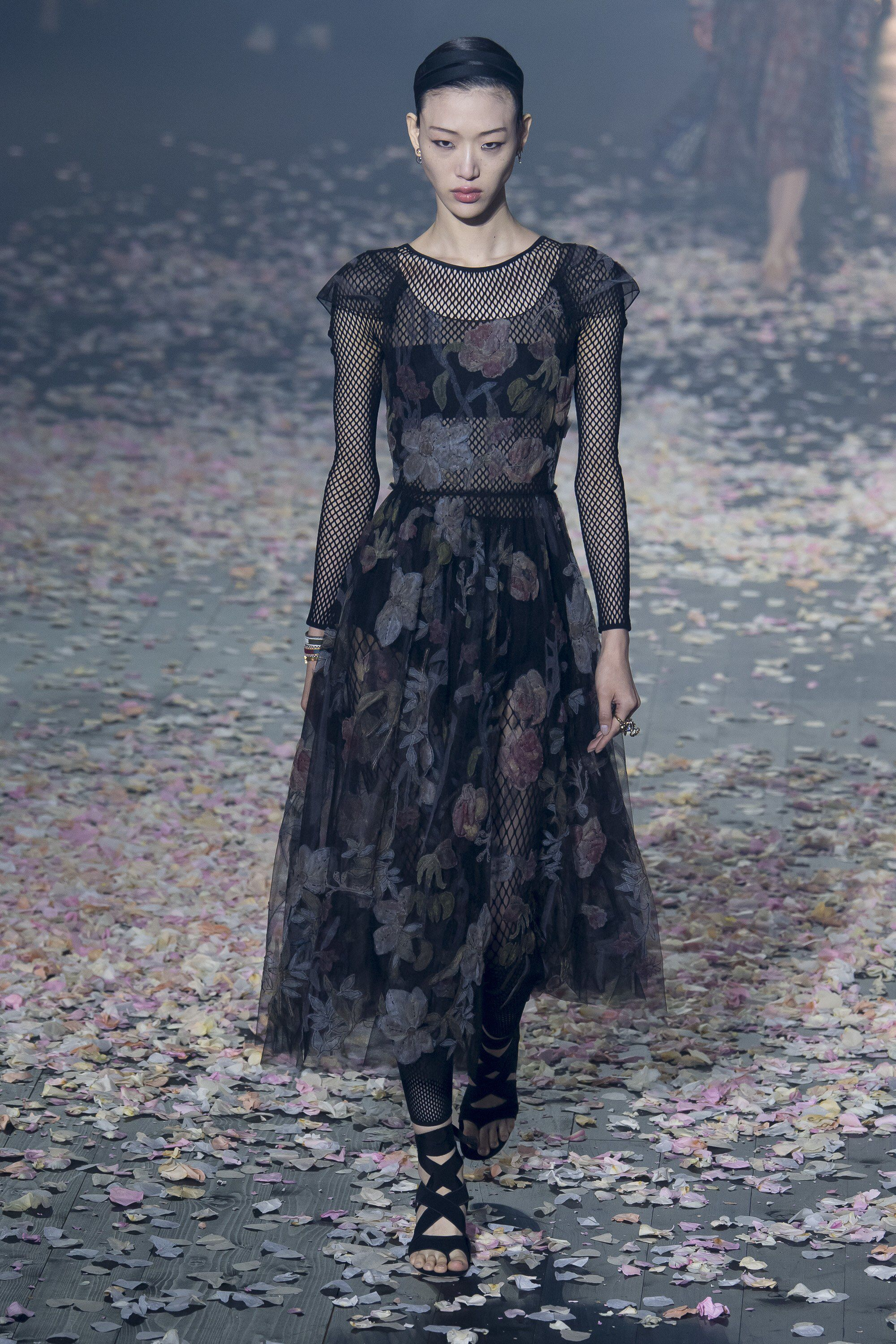 bbcdde1b Christian Dior Spring 2019 Ready-to-Wear Fashion Show Collection: See the  complete Christian Dior Spring 2019 Ready-to-Wear collection. Look 20