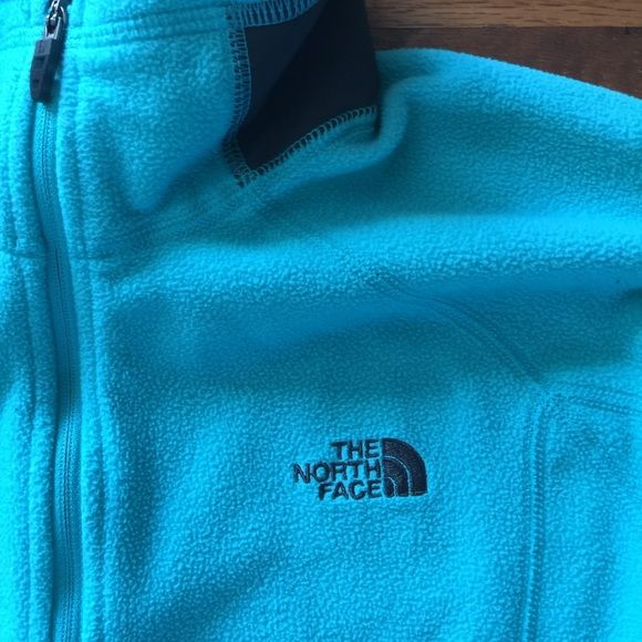 Woman's North Face 1/4 Zip Woman's North Face 1/4 Zip. Great condition. No rips or stains. Color is teal. North Face Jackets & Coats