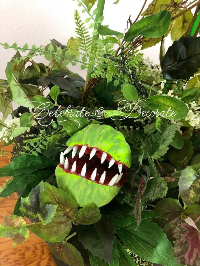 DIY Man-Eating Plant, Perfect For Your Halloween Decor! Holiday
