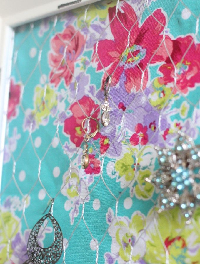 How to make a jewelry holder / DIY Bathroom Wall Jewelry Holder