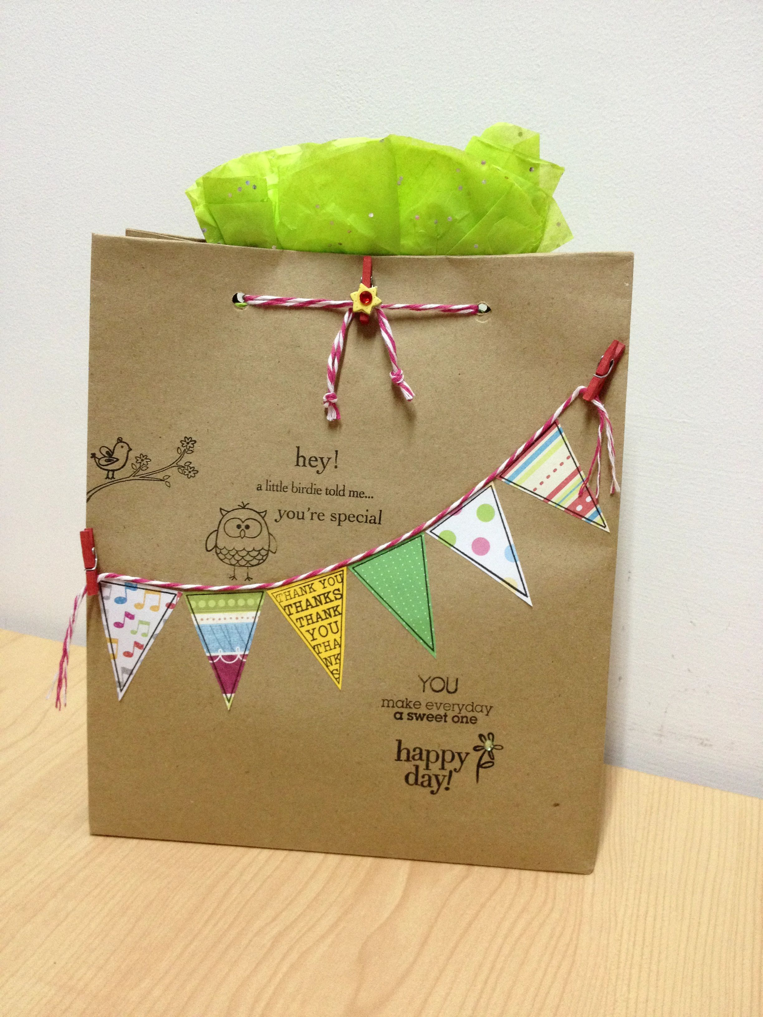 Ways to decorate gift bags - Cute Way To Decorate A Gift Bag Or Maybe Even A Paper Lunch