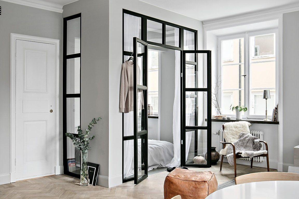 Glazen wand en stalen kozijnen tussen slaapkamer en for Appartement 45m2 design