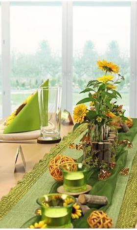 Tischdeko in grün und gelb, Tischdeko mit #Sonnenblumen, hier - Deko Gartenparty Grun
