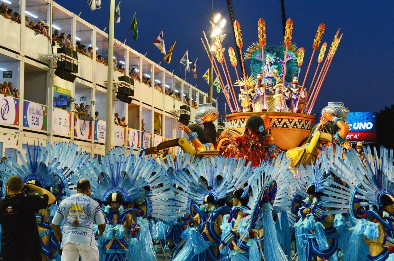 Luxo E Riquesa No Segundo Dia De Desfile Das Escolas De Samba Do